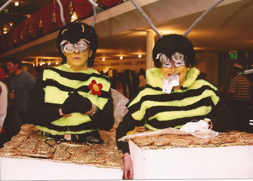 Biene im Bienenstich 2001