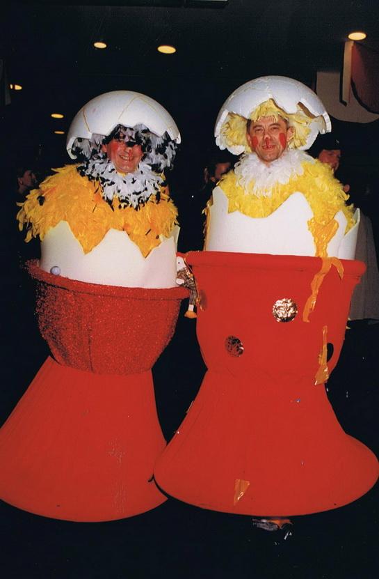 Kücken im Eierbecher 2000